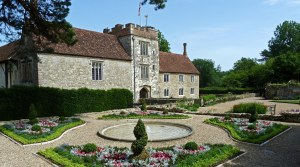 Formal Gardens at Ightham Mote(c) Hannah Holohan National Trustt
